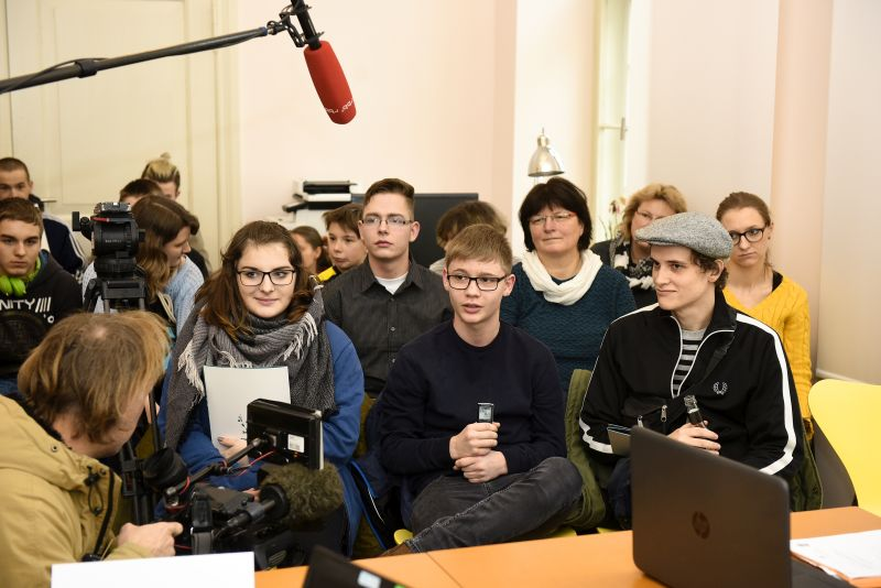 """Das Projekt """"überLAGERt – Lokale Jugendgeschichtsarbeit an Orten ehemaliger KZ-Außenlager in Brandenburg"""" stellt sich vor"""
