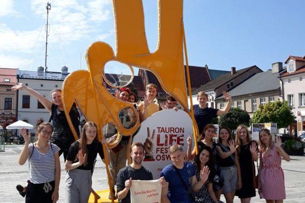 Die Sommerlagergruppe auf dem Marktplatz in Oswiecim - SoLa Oswiecim 201...