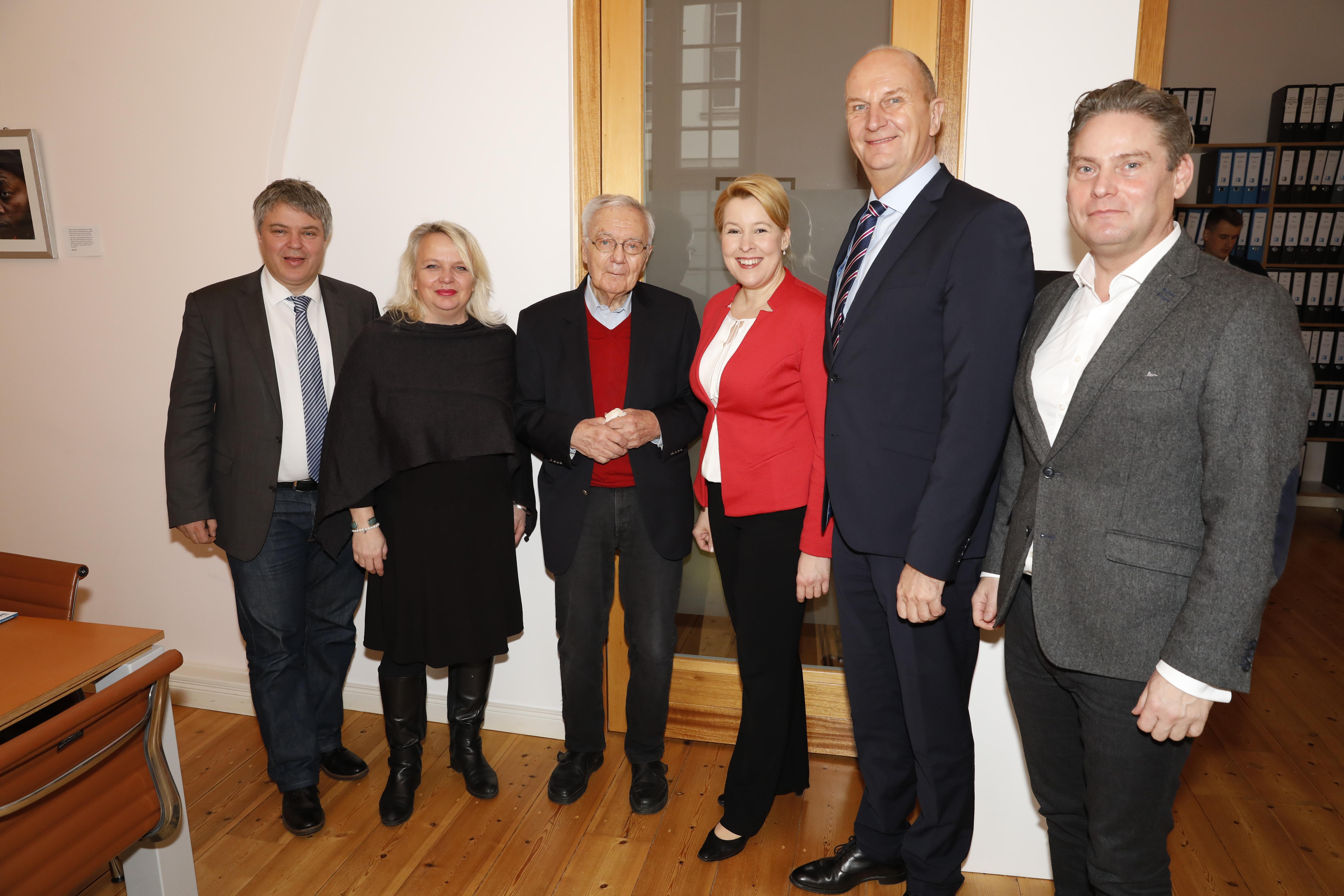 Bundesministerin Giffey besucht mit Ministerpräsident Woidke die Flick Stiftung