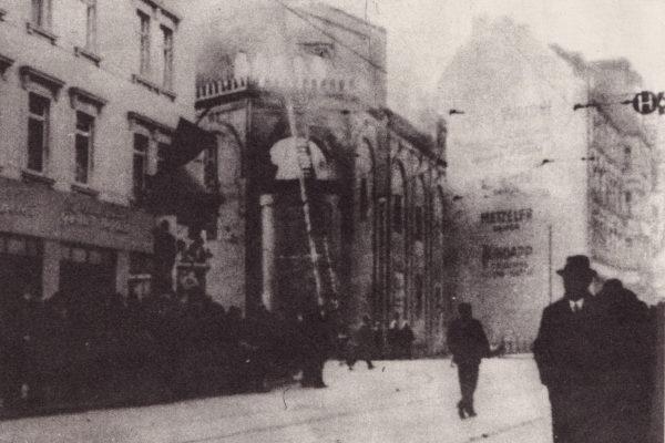 10.11.1938, brennende Synagoge. Gottschedstr.┬®stadtgesch. Museum Leipzig